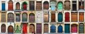 Collage aus 36 bunten Haustüren