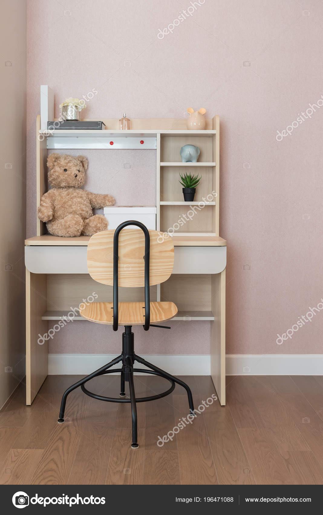 chambre enfant moderne avec ensemble chaise bureau travail Étude