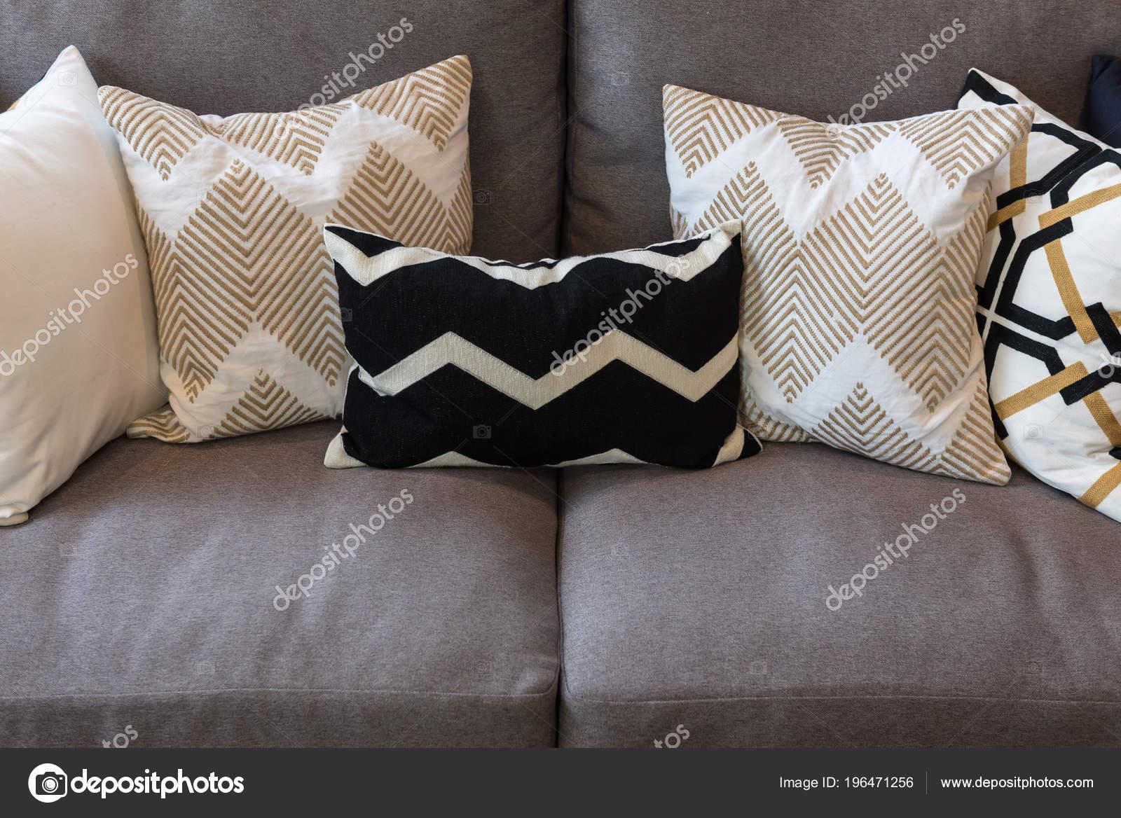Attraktiv Luxus Wohnzimmer Stil Mit Set Auf Klassisches Sofa Einrichtungskonzept Mit  U2014 Stockfoto