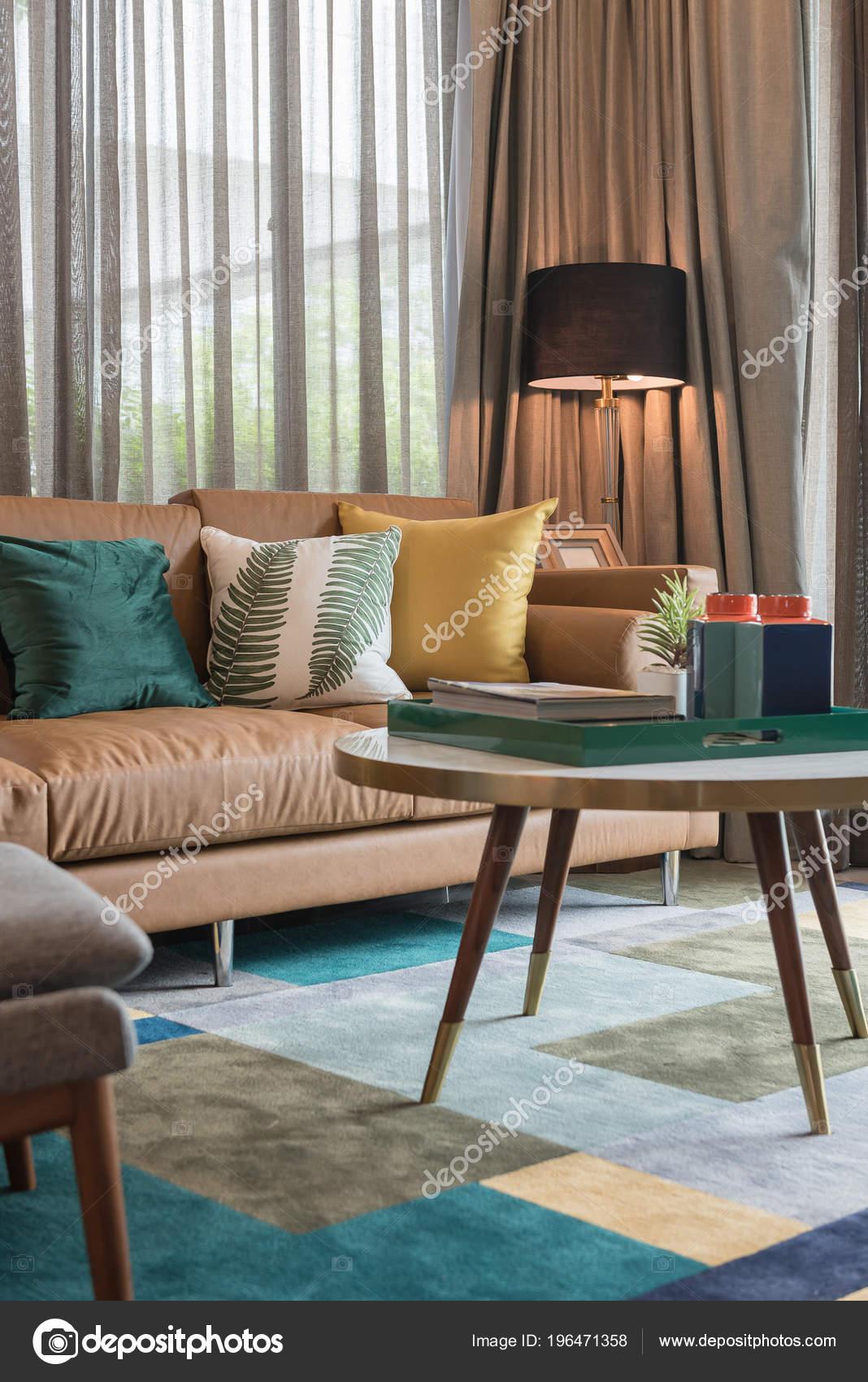 Wunderbar Moderne Wohnzimmer Stil Mit Kissen Auf Braunen Sofa Inneneinrichtung Design  U2014 Stockfoto