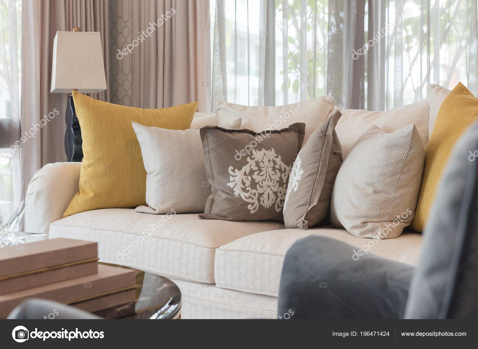 Klassische Weiße Eleganz Sofa Wohnzimmer Mit Kissen ...