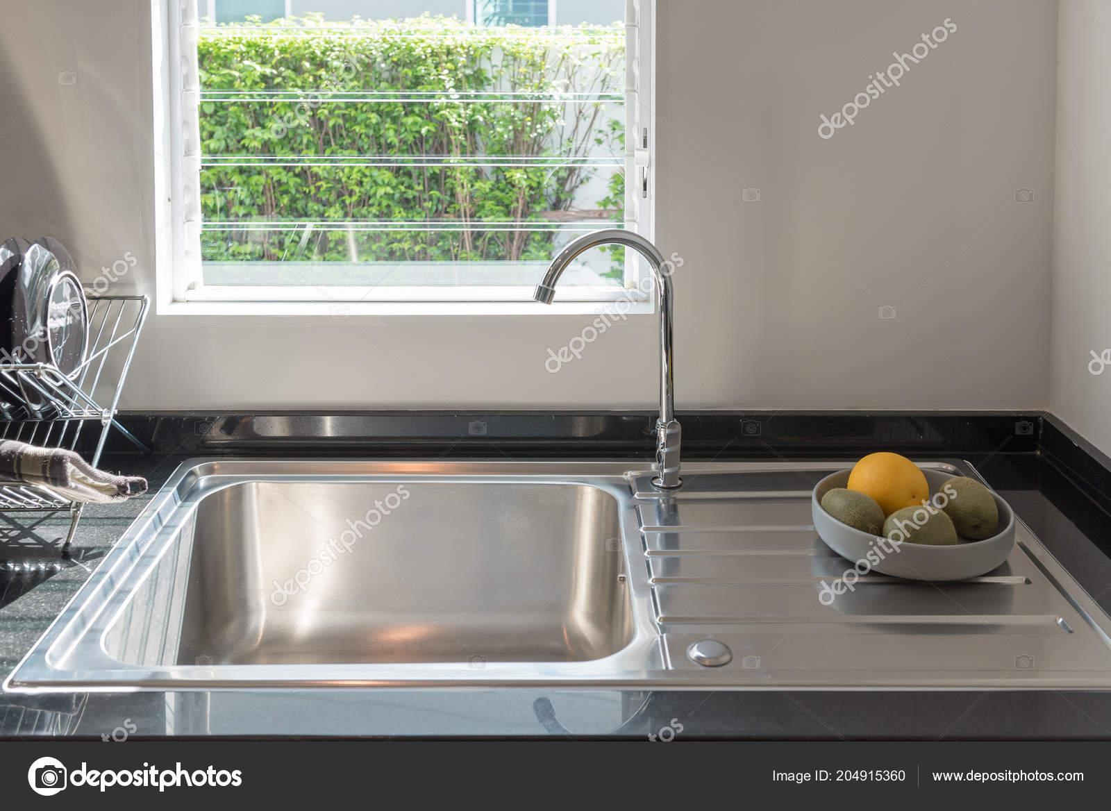 Waschbecken Sie Mit Wasserhahn Der Kuche Moderne Theke Mit Spule