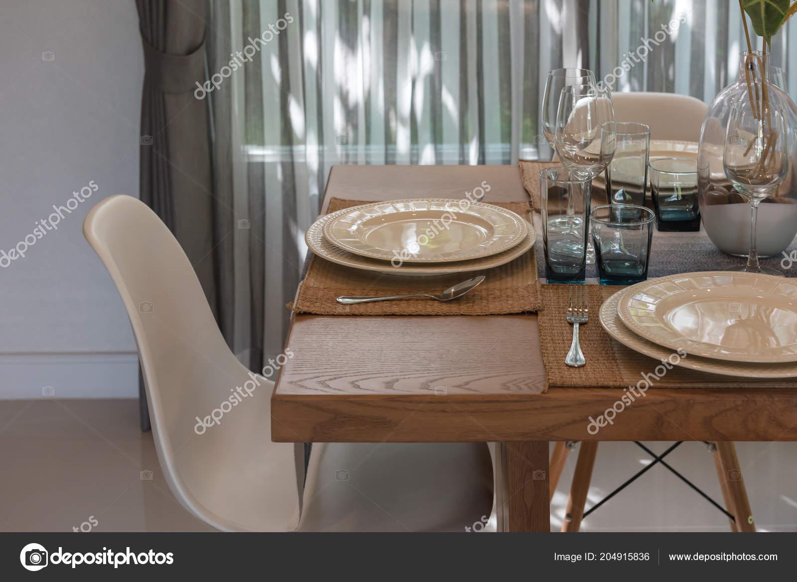 Table Manger Avec Table Dans Salle Manger Classique Table Bois