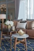 hangulatos nappali stílusú kanapé és párna, interior design koncepció