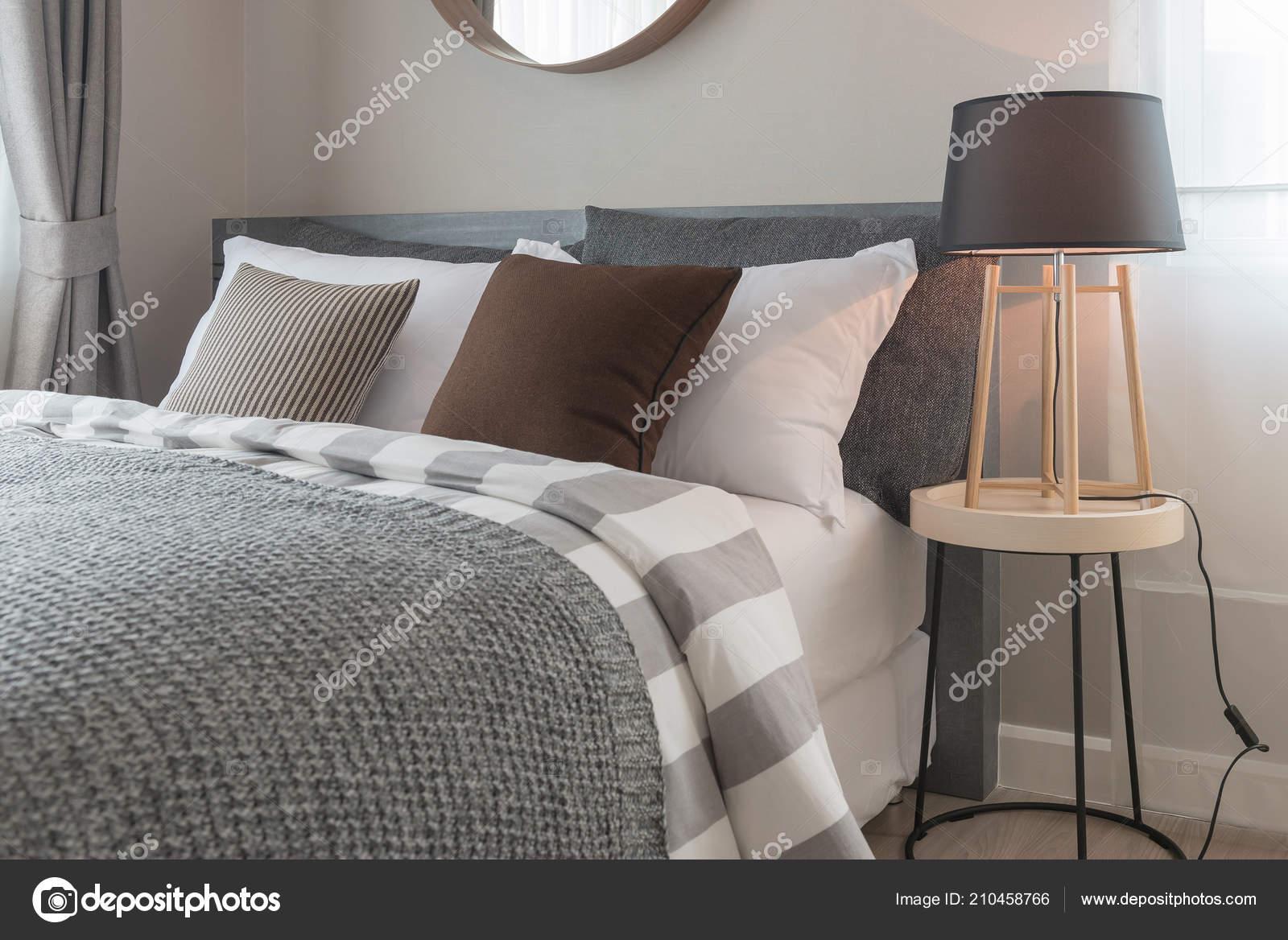 Grijze Slaapkamer Lamp : Moderne slaapkamer ontwerp grijze kleurtoon met houten
