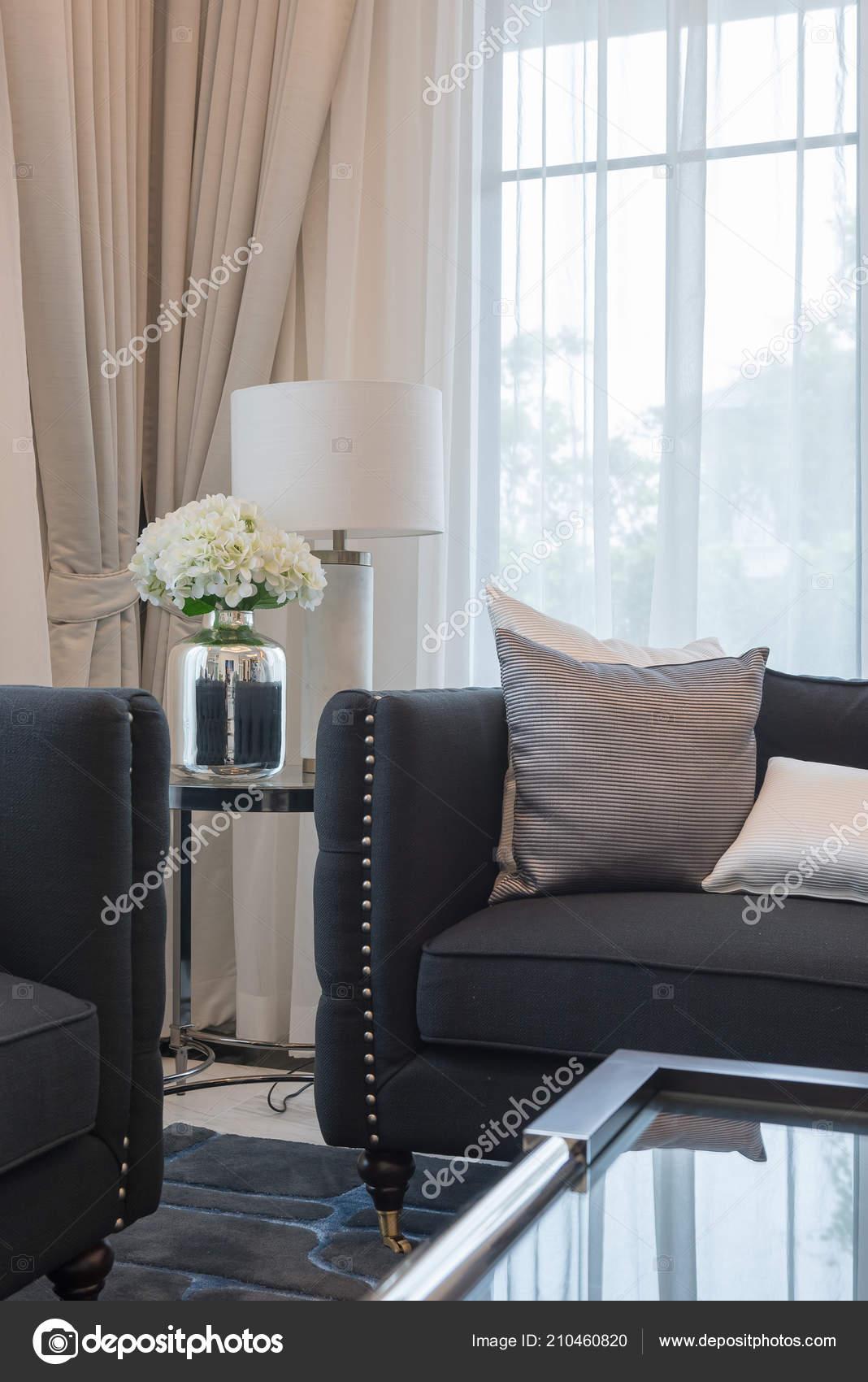 Luxury Living Room Elegant Sofa Set Pillows Classic House Style U2014 ストック写真