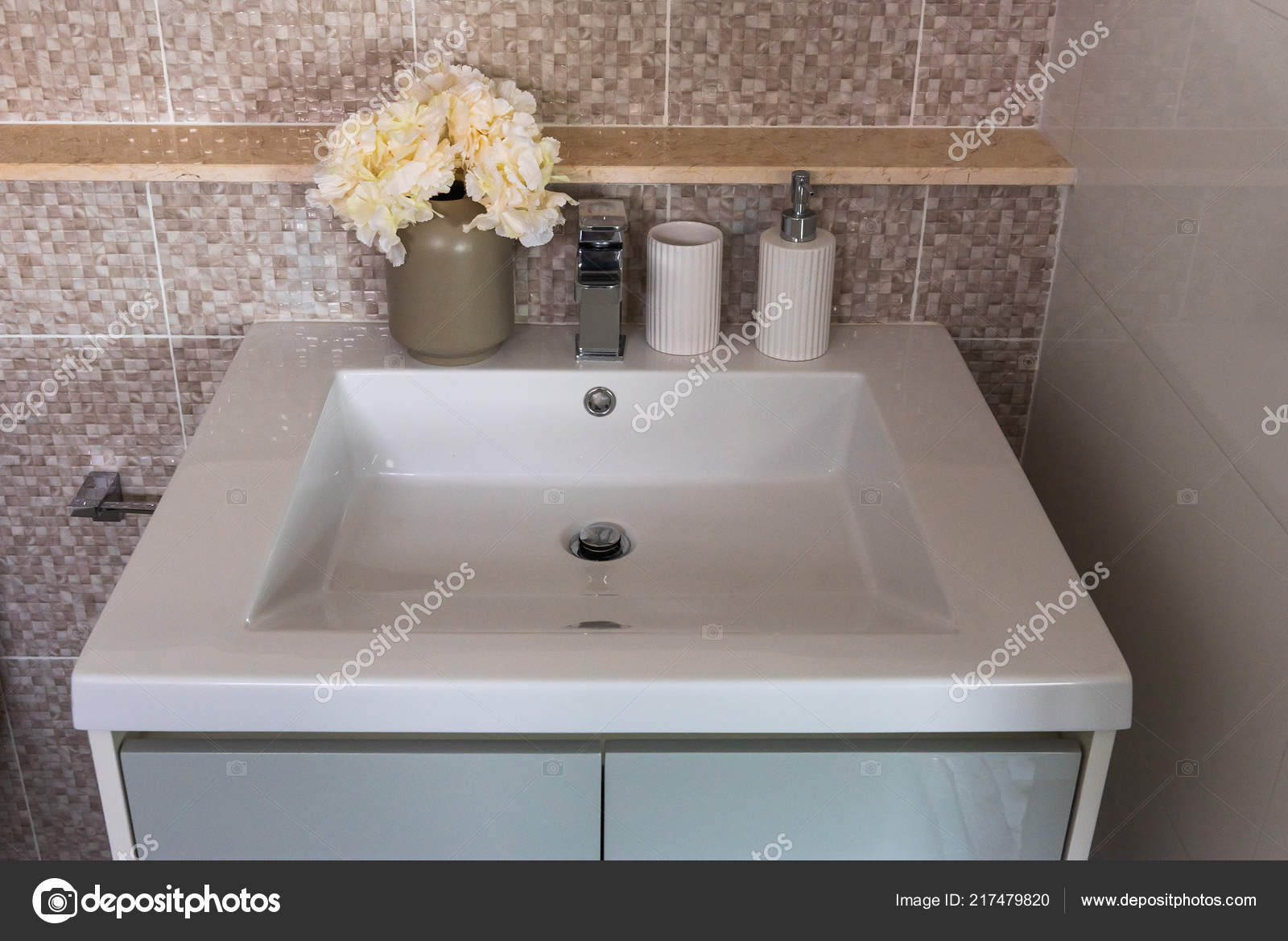 Moderne badkamer met moderne wastafel interieur decoratie concept