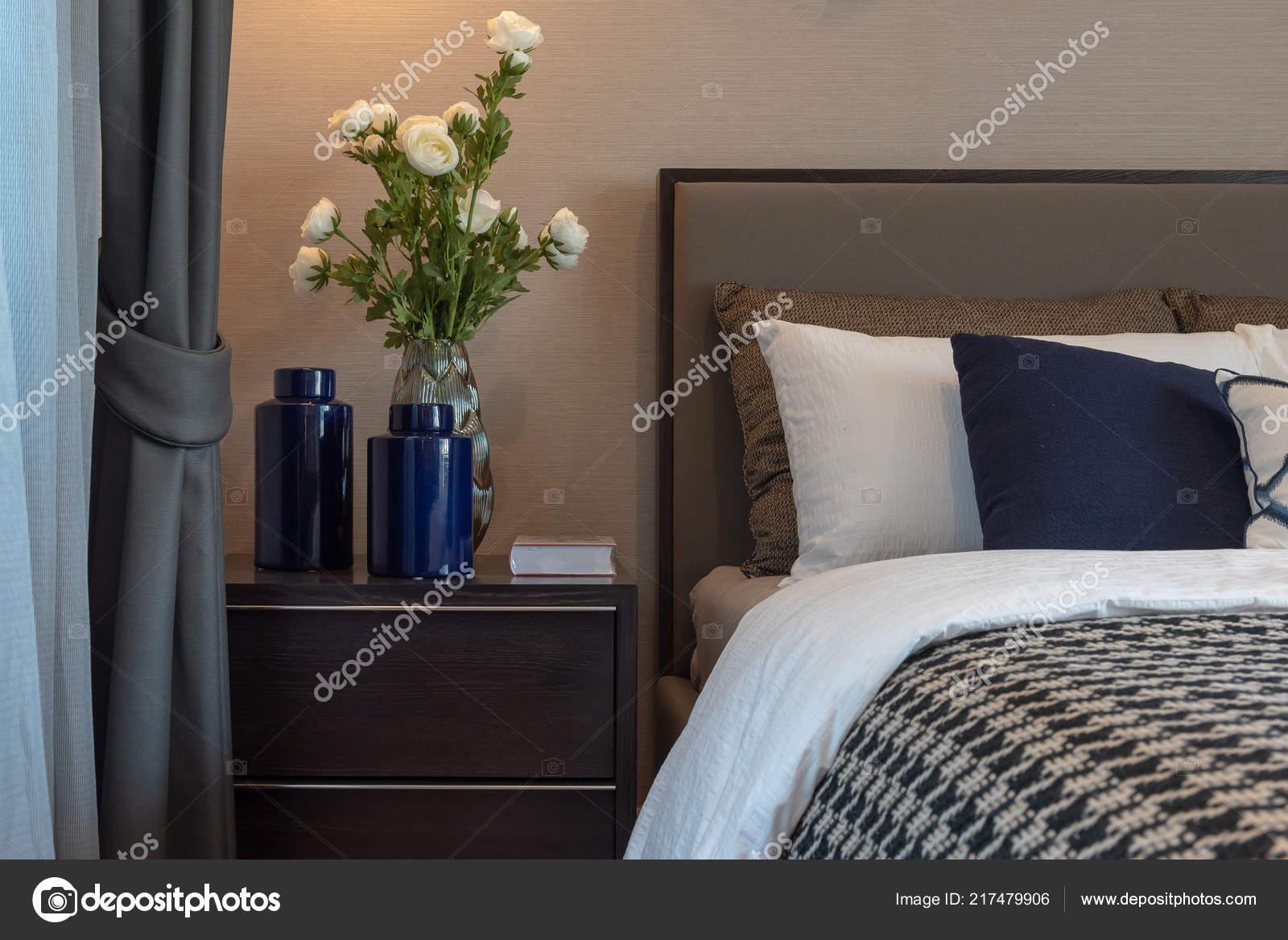 Style Chambre Coucher Moderne Avec Tonalité Couleur Noir Blanc ...