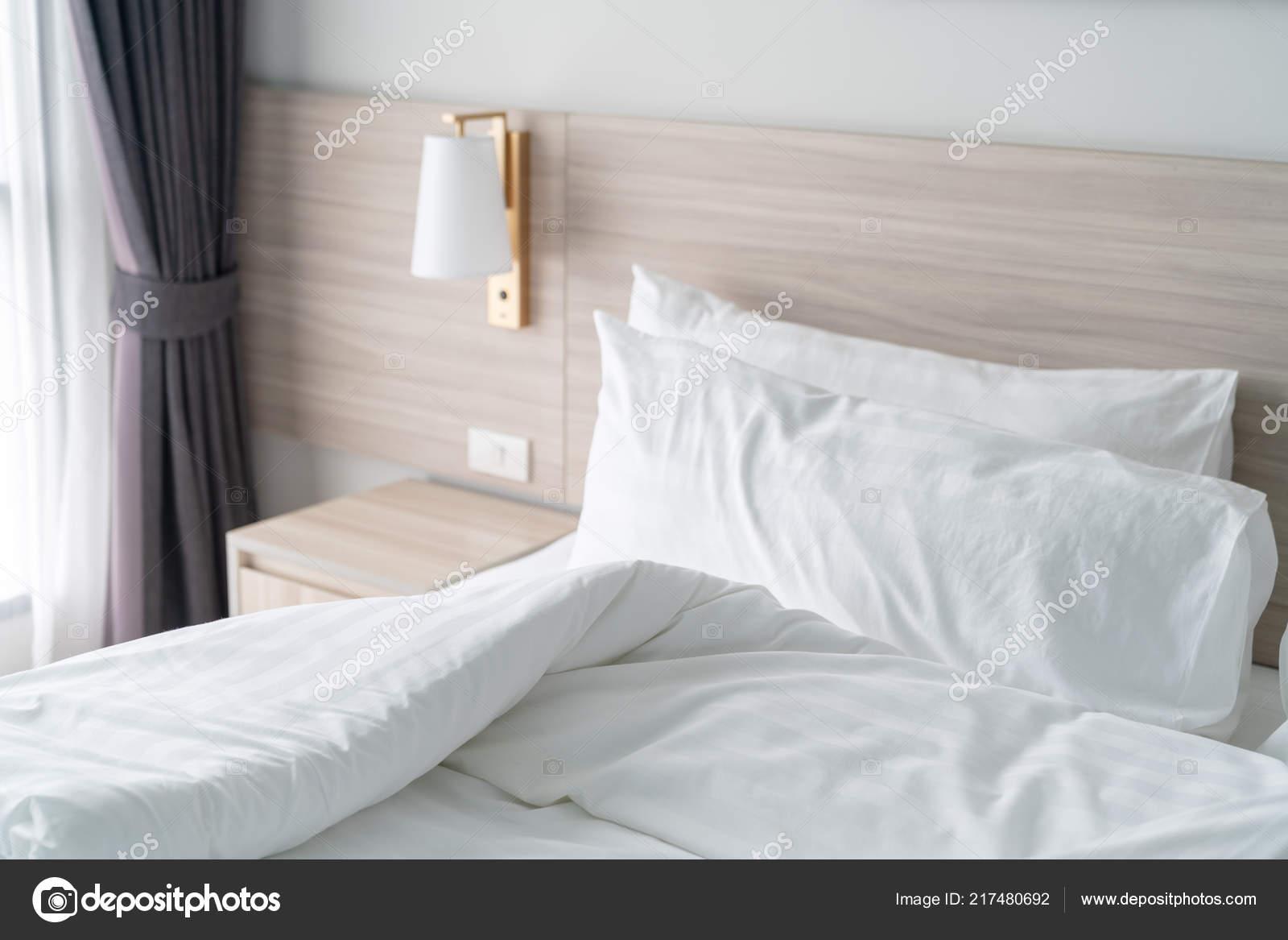 Moderne Schlafzimmer Mit Holzbetten Und Weiße Farbe Ton ...
