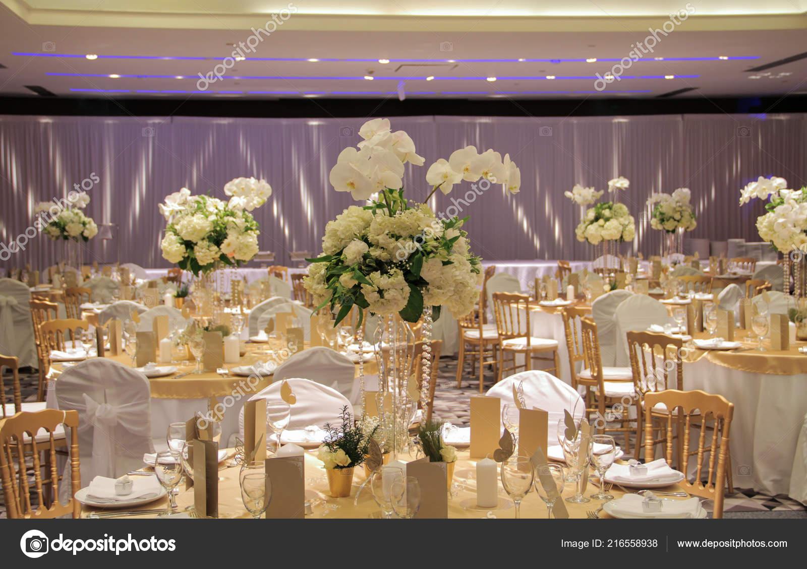 bouquet restaurant bord table mariage banquet décoration florale