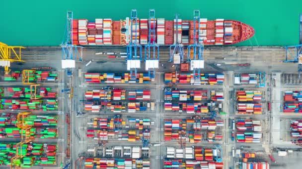 Konténer hajó, Üzleti logisztikai import-export szállítás nemzetközi és konténerek szállítása a kikötőben, Szállítás konténer épületek, Légi éjszaka nézet Szállítás konténer világszerte