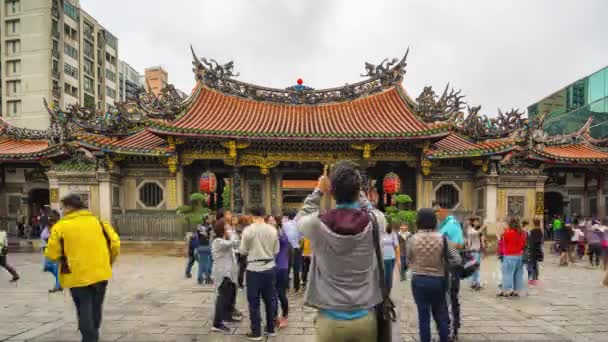 Timelapse of Longshan Temple with crowd of tourist in Taipei, Taiwan Time Lapse 4K
