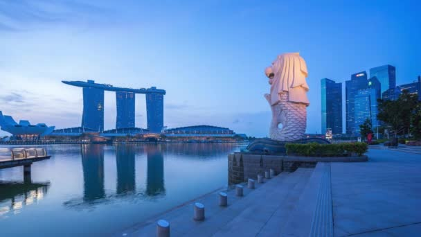 Time Lapse video of sunrising at Merlion Park of Singapore city, Singapore