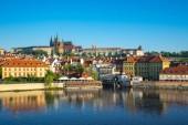 Pražské panorama s výhledem na řeku Vltavu v Praze, Česká republika