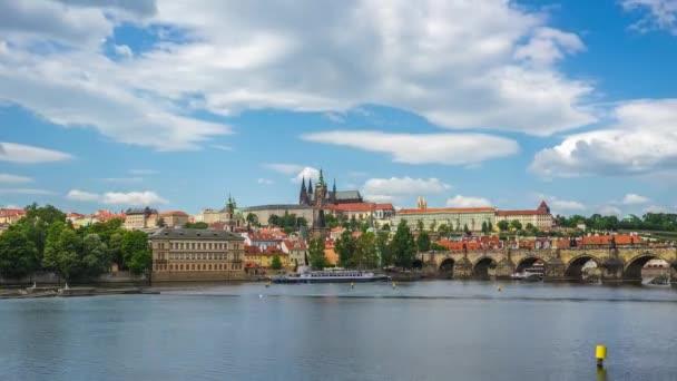 Časosběrné video z pražské panorama města s řeky Vltavy v českém, timelapse republika 4k
