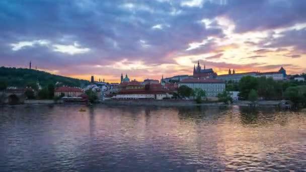 Den na noční timelapse pražské panorama v Praze časová prodleva