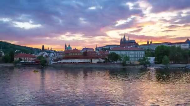 Timelapse z pražské Staré město v České republice na Twilight časová prodleva 4k