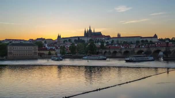 Timelapse z pražské Staré město v České republice při západu slunce časová prodleva 4k