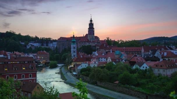 Staré město Český Krumlov v České republice den do noci časová prodleva