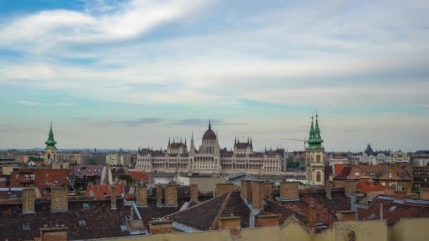 Budapest városkép a budapesti Parlament épülettel.