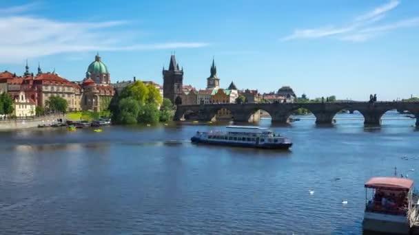 Vltavská řeka v Praze, doba platnosti České republiky.