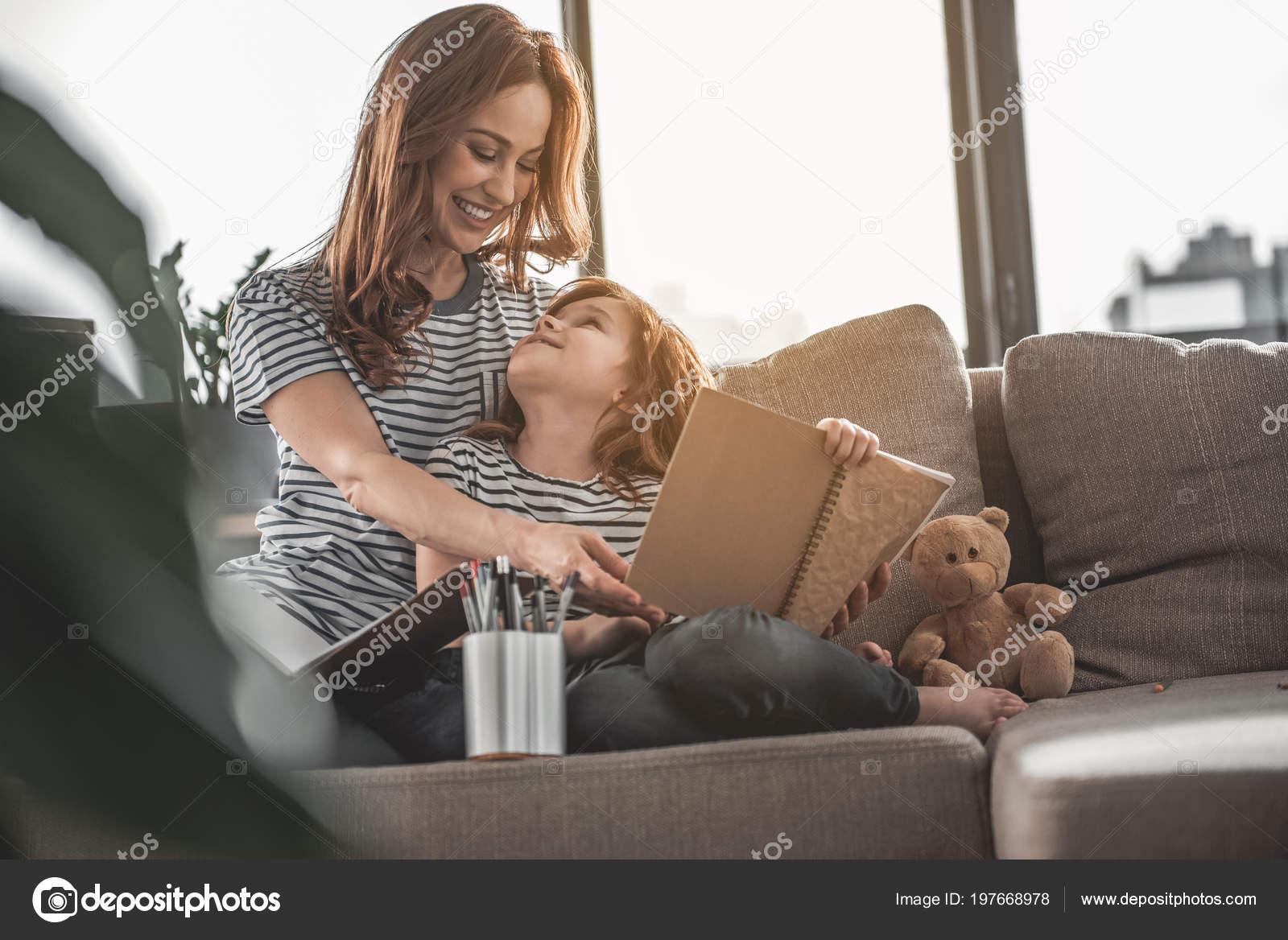 anya otthonról keres bináris opció 100 befizetéssel