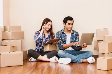 Young couple checklist with cardboard box at home - Business online and delivery concept