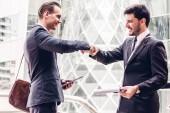 Úspěch pěst rána obchodních partnerů. Schválení a díky gesto koncept partnerství