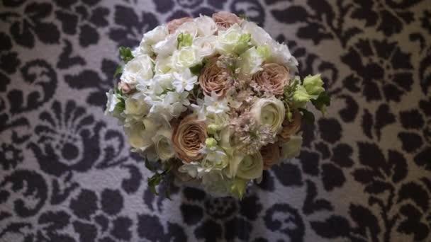 Kytice s bílé a růžové květy