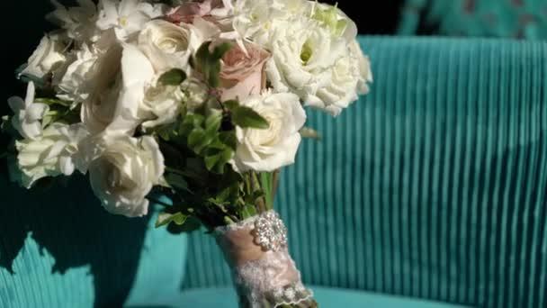 Strauß mit weißen und rosa Blüten