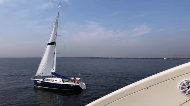 Saint-Petersburg, Rusko-21. srpna 2018: Plachetnice na moři. Regata. Luxusní dovolená v létě