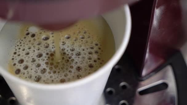 Příprava kávy v počítači. Espresso nebo capuccino pít.