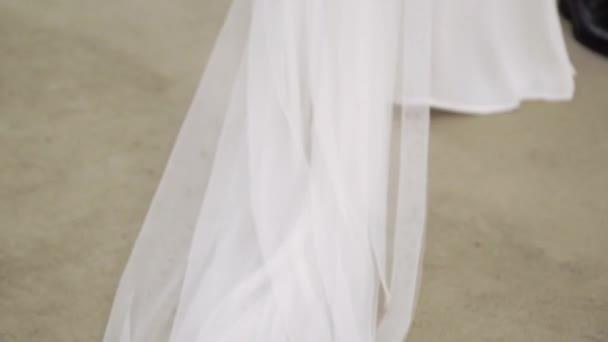 Braut und Bräutigam bei Trauung