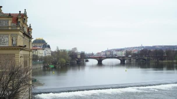 Pohled na řeku Vltavy a historické centrum Prahy, budovy a památky starého města, Praha, Česká republika