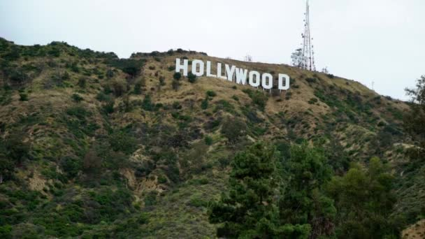 Hollywood-i jel egy dombon