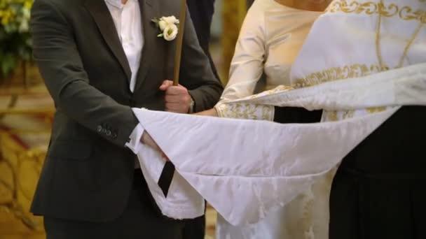 svatební obřad v kostele