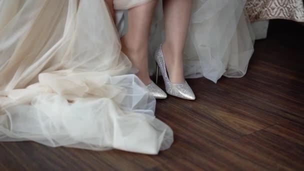 Menyasszony tegye esküvői cipők