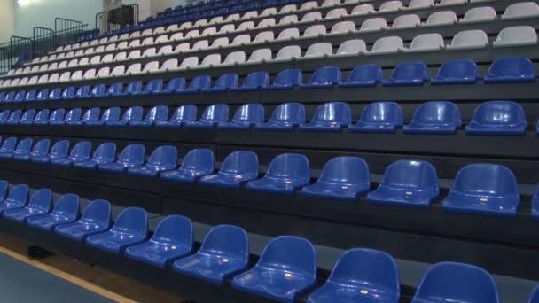židle na stadionu