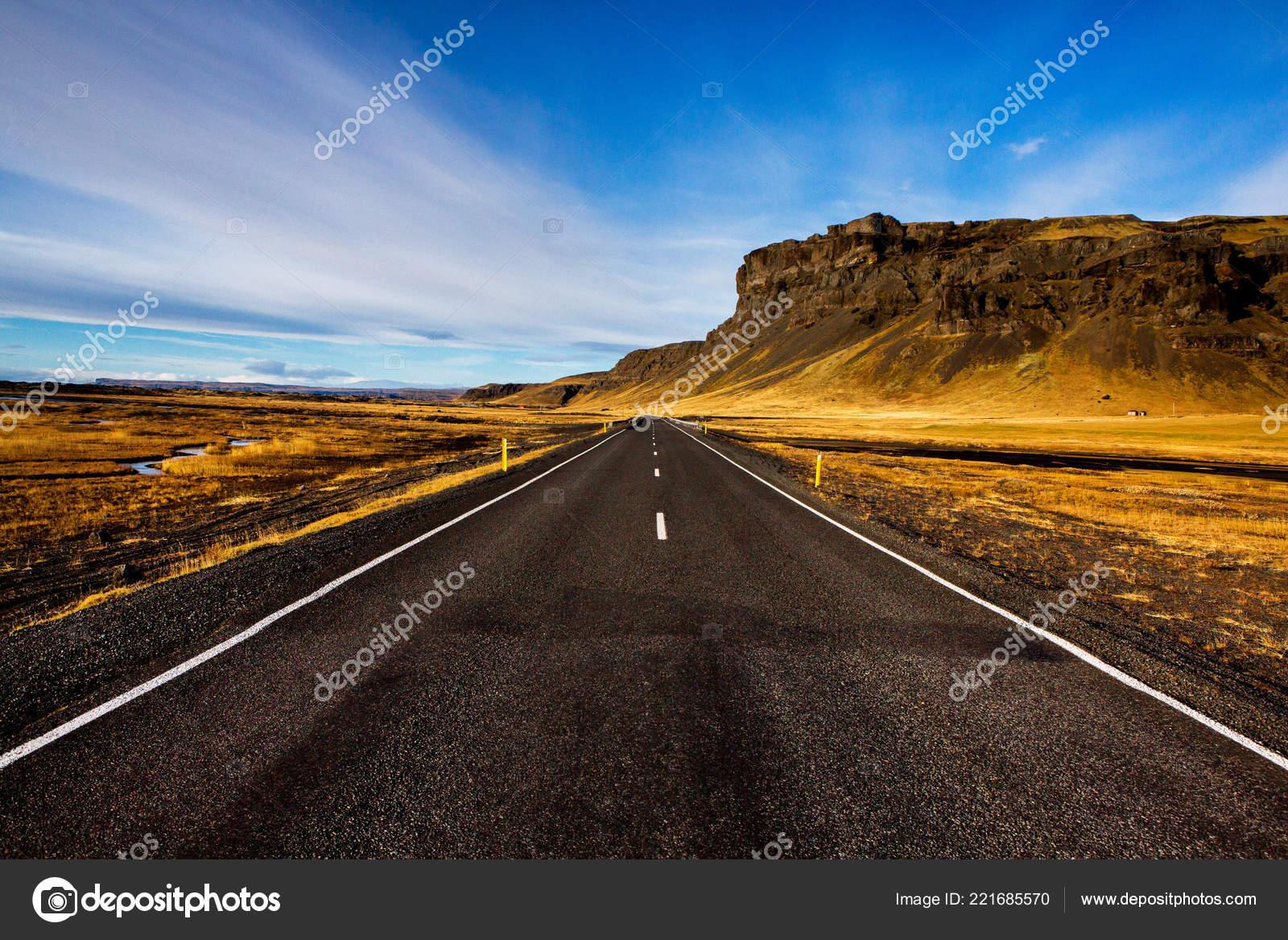 Estrada Atraves Paisagem Iceland Road Car Travel Scenic Sunset Road Stock Photo C Romeovip 221685570