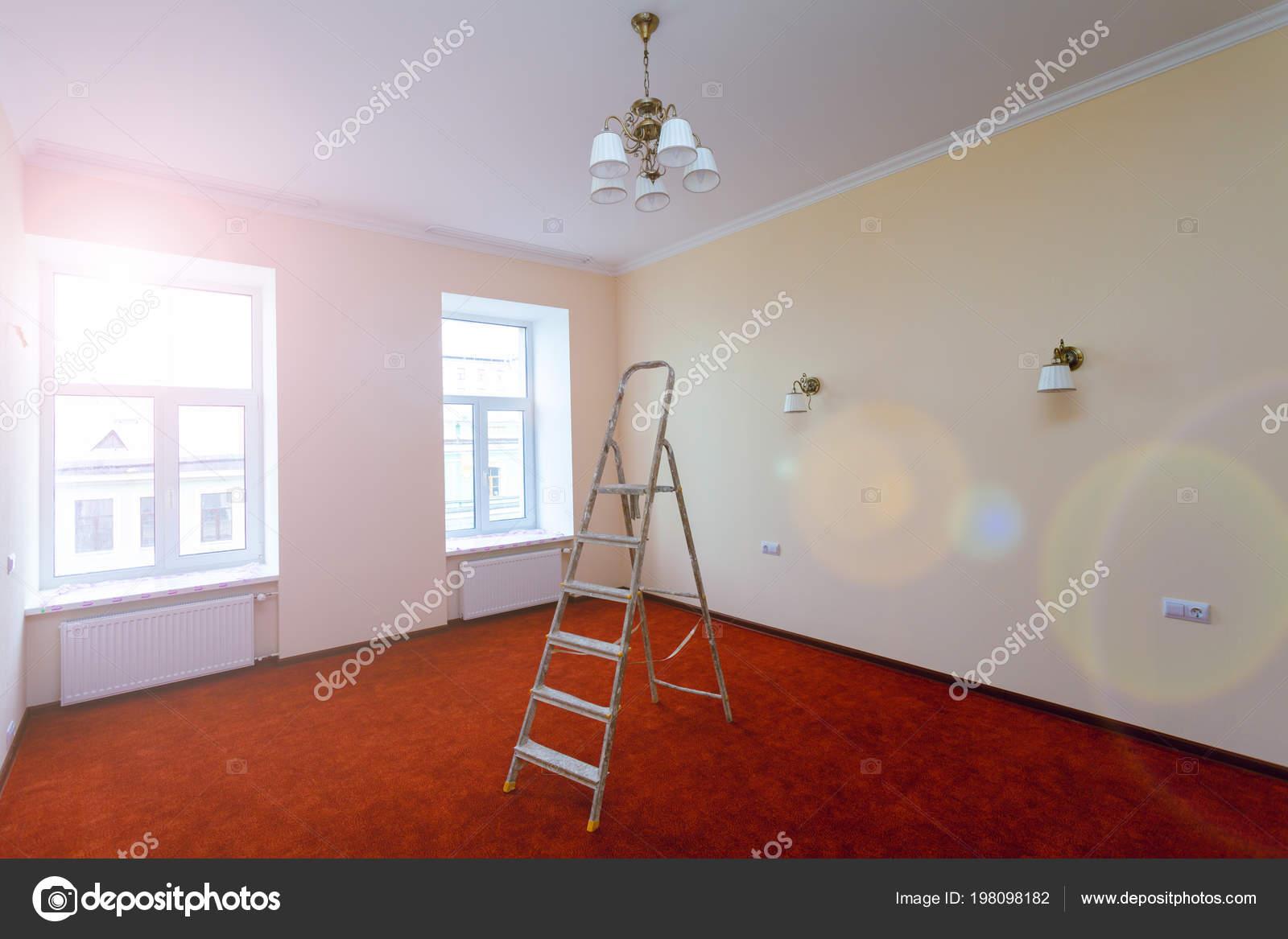 Interior Actualización Apartamento Con Escalera Después Remodelación ...