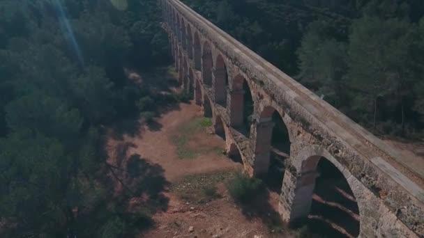Letecký pohled na starověký římský akvadukt. Tarragona, Španělsko.