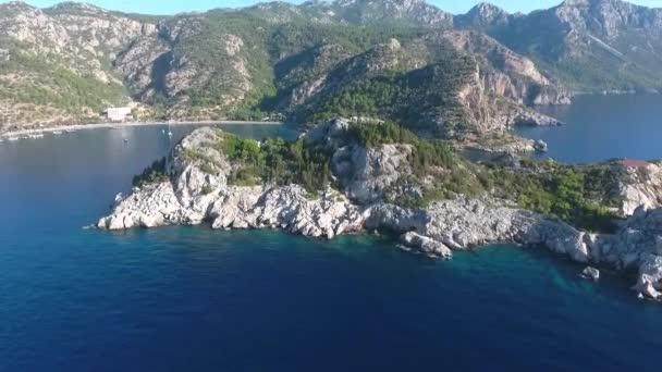 Akdeniz 'deki Rocky Adası. İHA 'dan görüntüler.