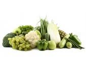 Fotografie Zralé ovoce a zeleniny na bílém pozadí