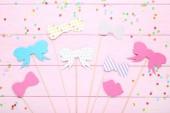 Papír booth kellékek, party, rózsaszín fából készült háttér