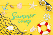 Text na papíře letní tábor s mušle, bójí a potápěčskou maskou