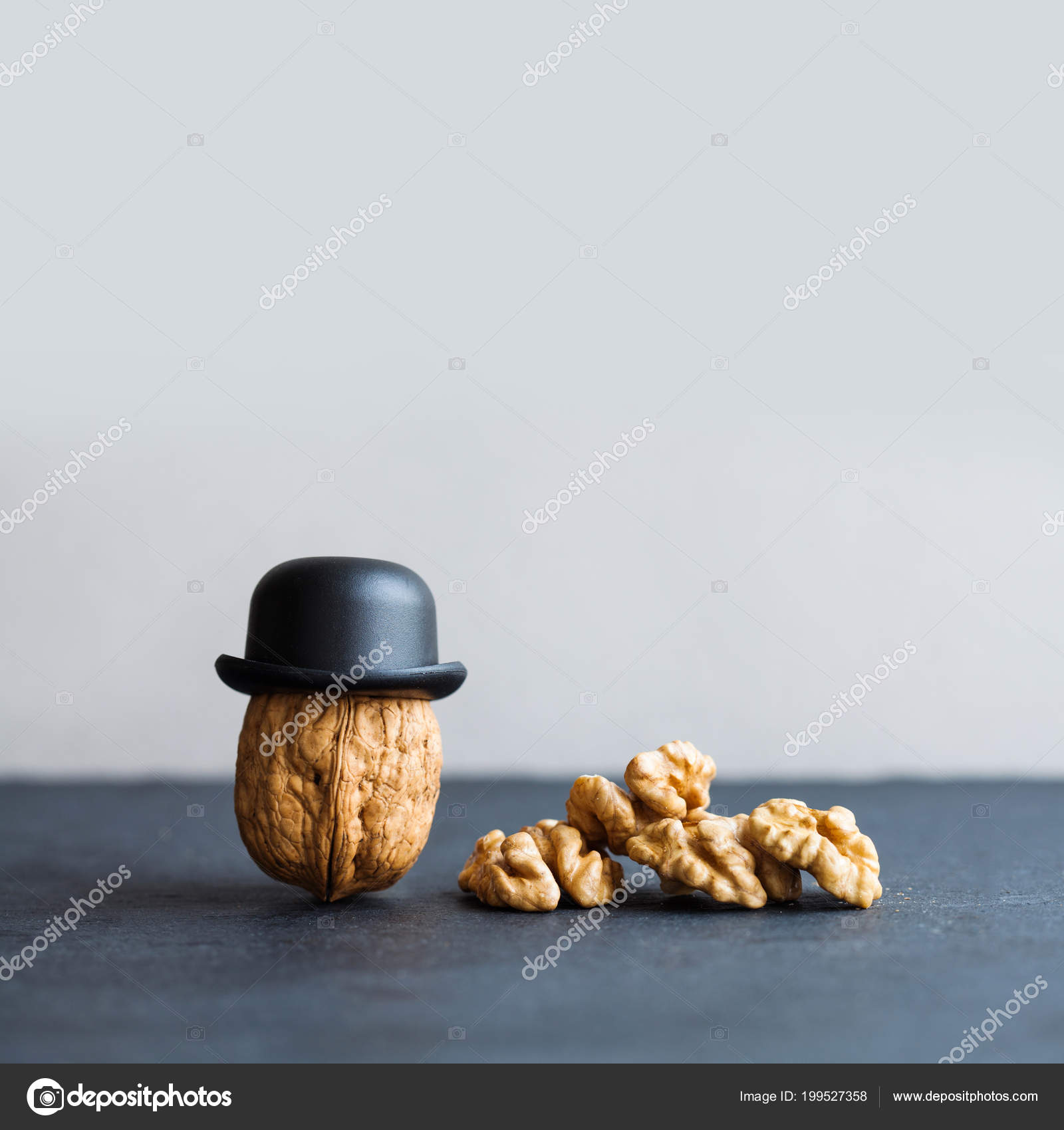 Nuss Gentleman Nussbaum Schwarze Hüte Auf Stein Hintergrund. Kreative Küche  Design Plakat. Makro