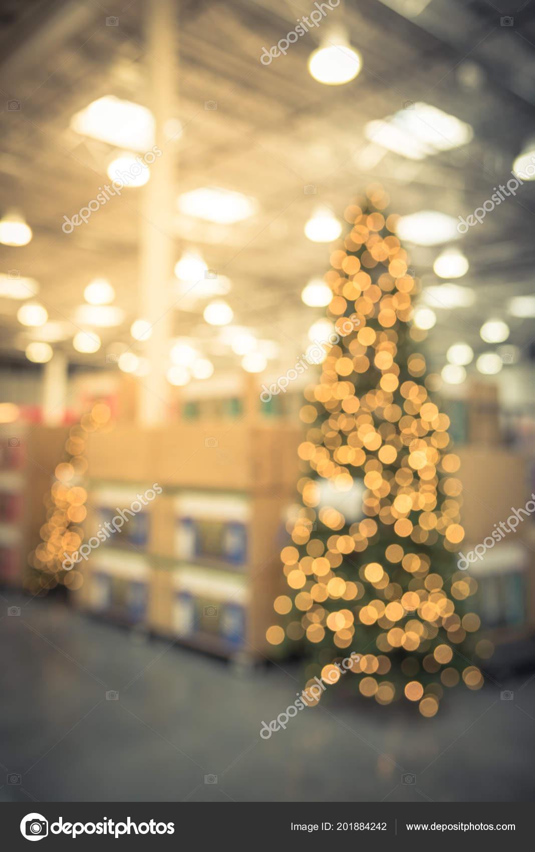 Vintage Blurred Image Huge Christmas Tree Decoration Wholesale Store Wreaths — Stock Photo
