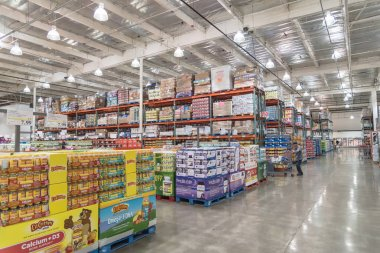 SEATTLE, WA, US-JUL 28, 2015:Customer shopping for supplements and multivitamin at Costco Wholesale big-boxes store. The largest membership-only warehouse club in USA with total of 705 warehouses stock vector
