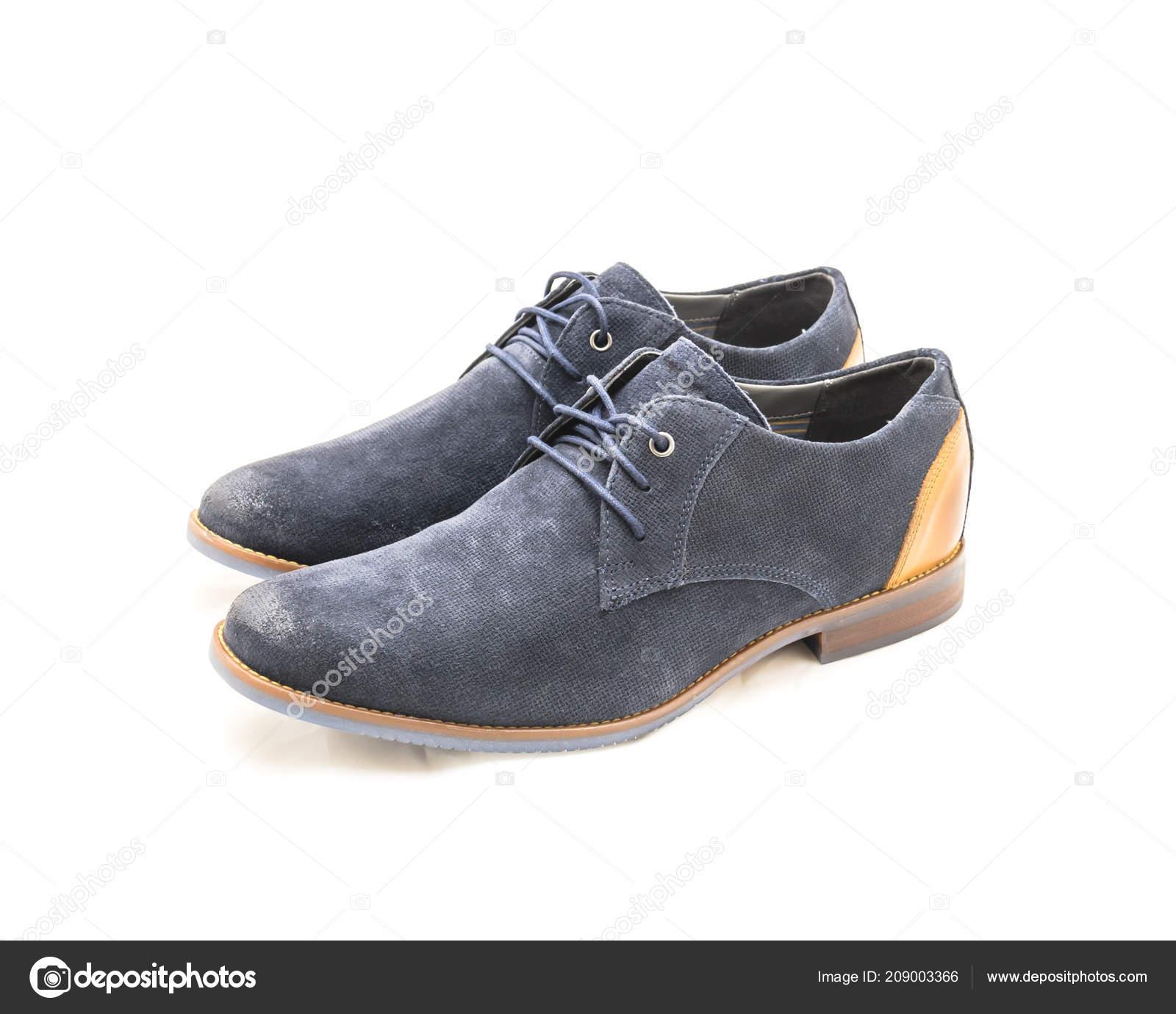 04ce80aa4e Estudio tiro vista superior estrenar un conjunto de pares zapatos blucher  azul oscuro de los hombres aislados en fondo blanco. Código de vestir  formal para ...