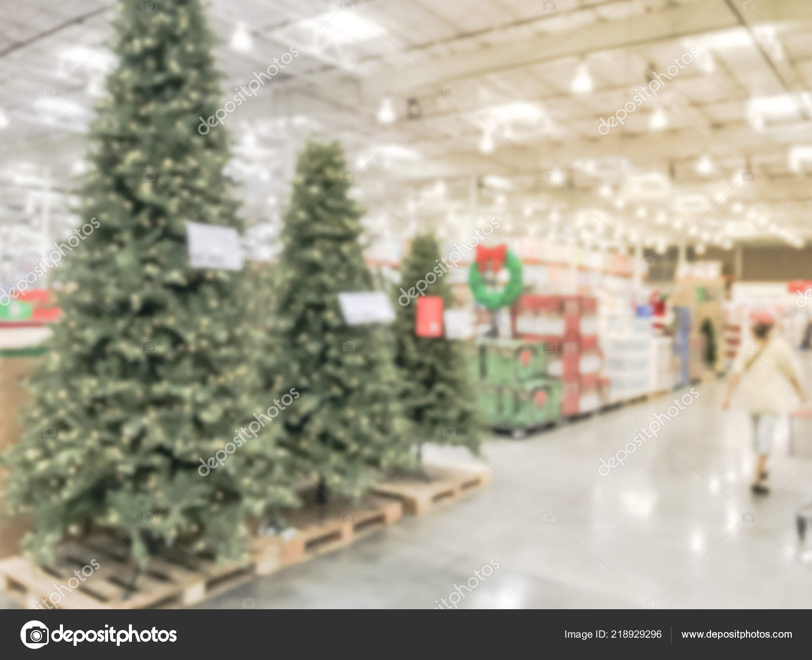 Blurry background Christmas trees decoration at wholesale store– stock image